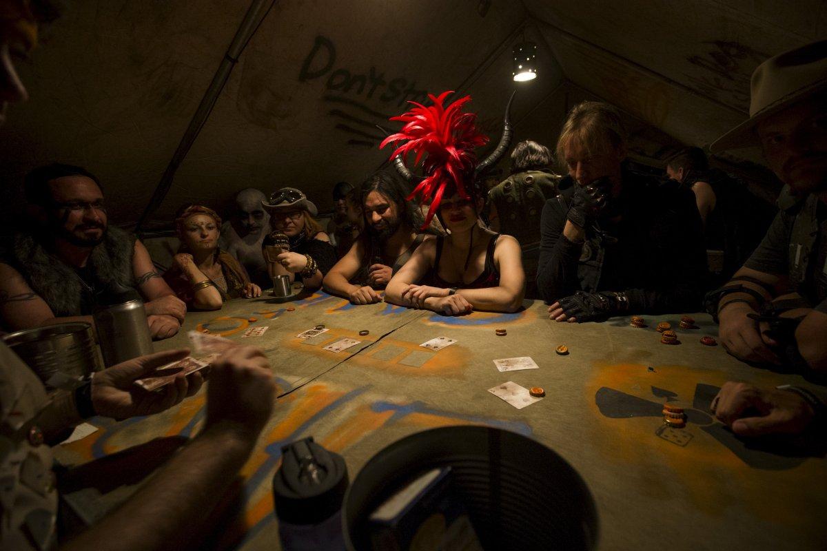 F�s de �Mad Max� constroem seu pr�prio mundo p�s-apocal�ptico no meio do deserto 03