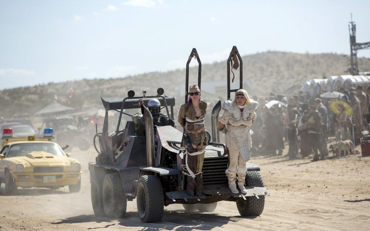 F�s de �Mad Max� constroem seu pr�prio mundo p�s-apocal�ptico no meio do deserto 04