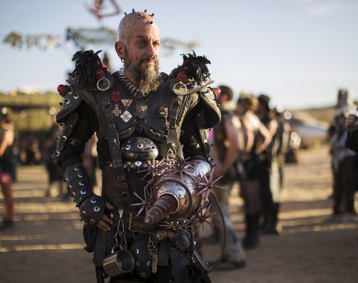 F�s de �Mad Max� constroem seu pr�prio mundo p�s-apocal�ptico no meio do deserto 05