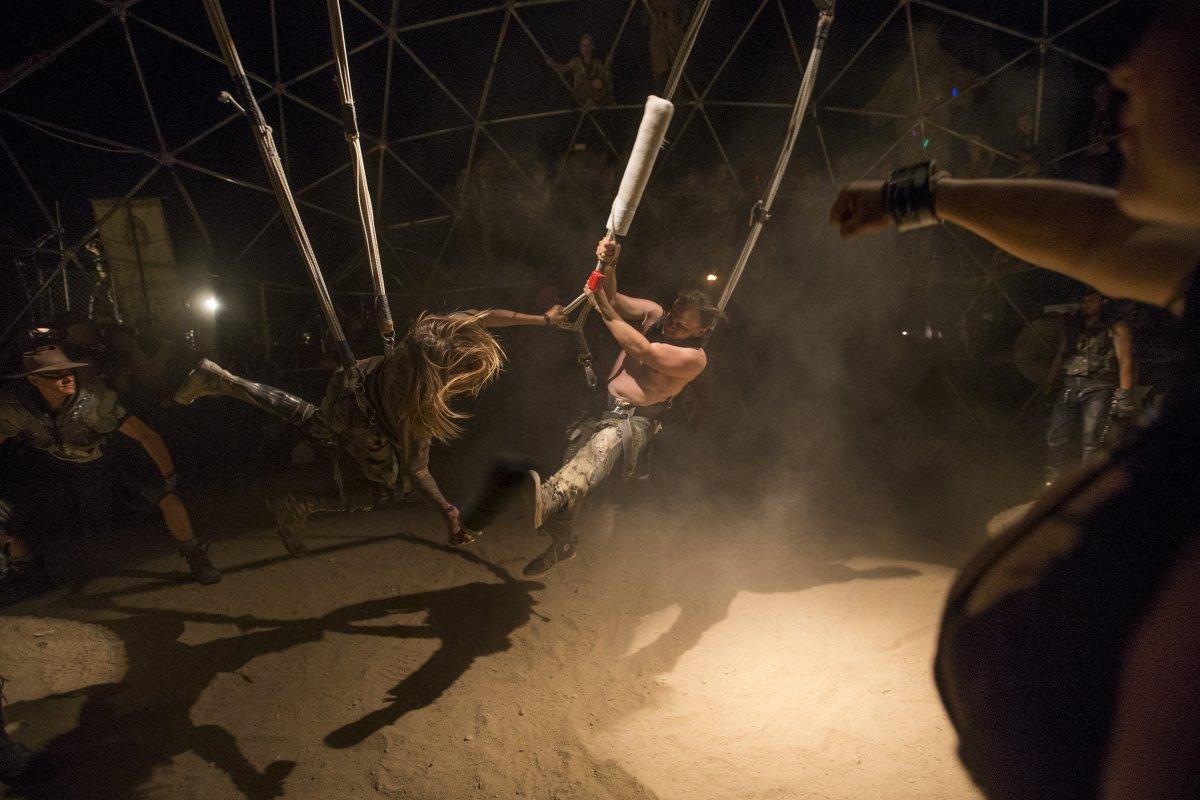 F�s de �Mad Max� constroem seu pr�prio mundo p�s-apocal�ptico no meio do deserto 06
