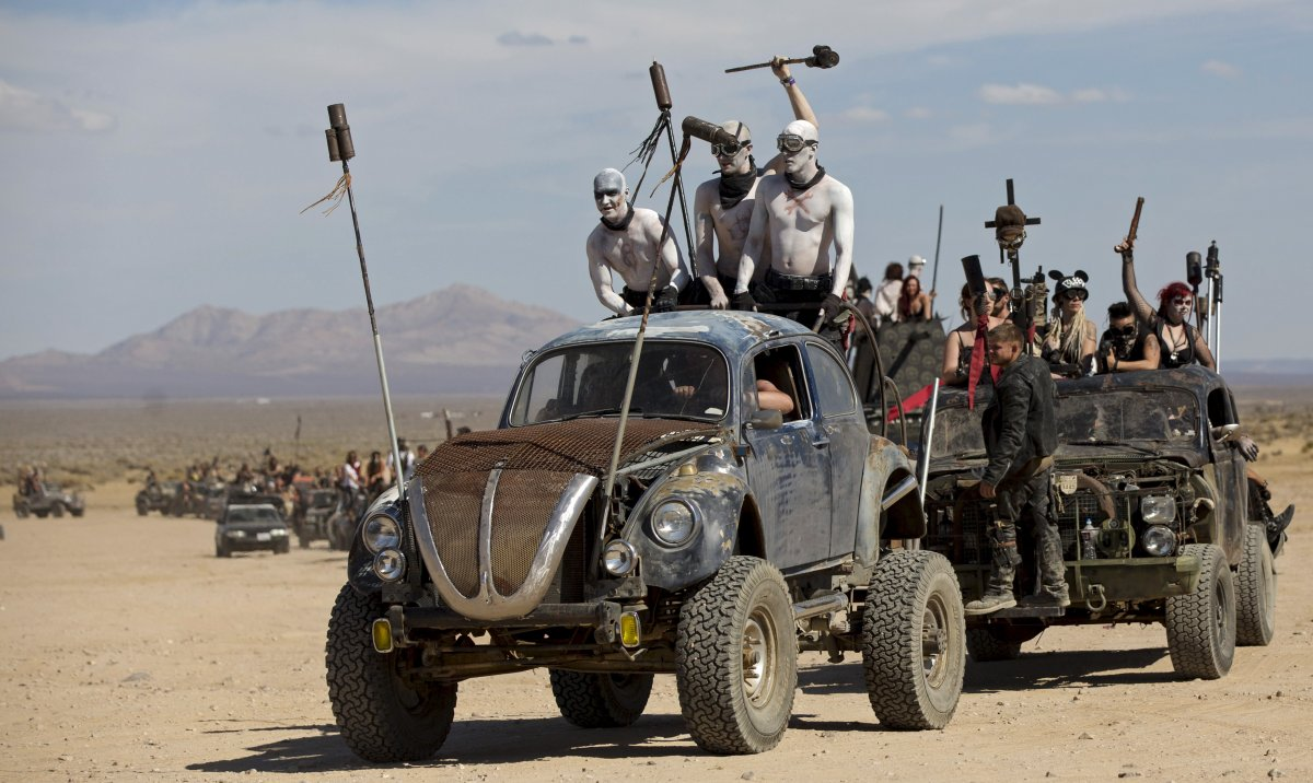 F�s de �Mad Max� constroem seu pr�prio mundo p�s-apocal�ptico no meio do deserto 09