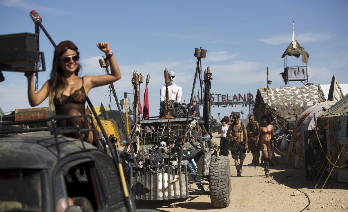 F�s de �Mad Max� constroem seu pr�prio mundo p�s-apocal�ptico no meio do deserto 13