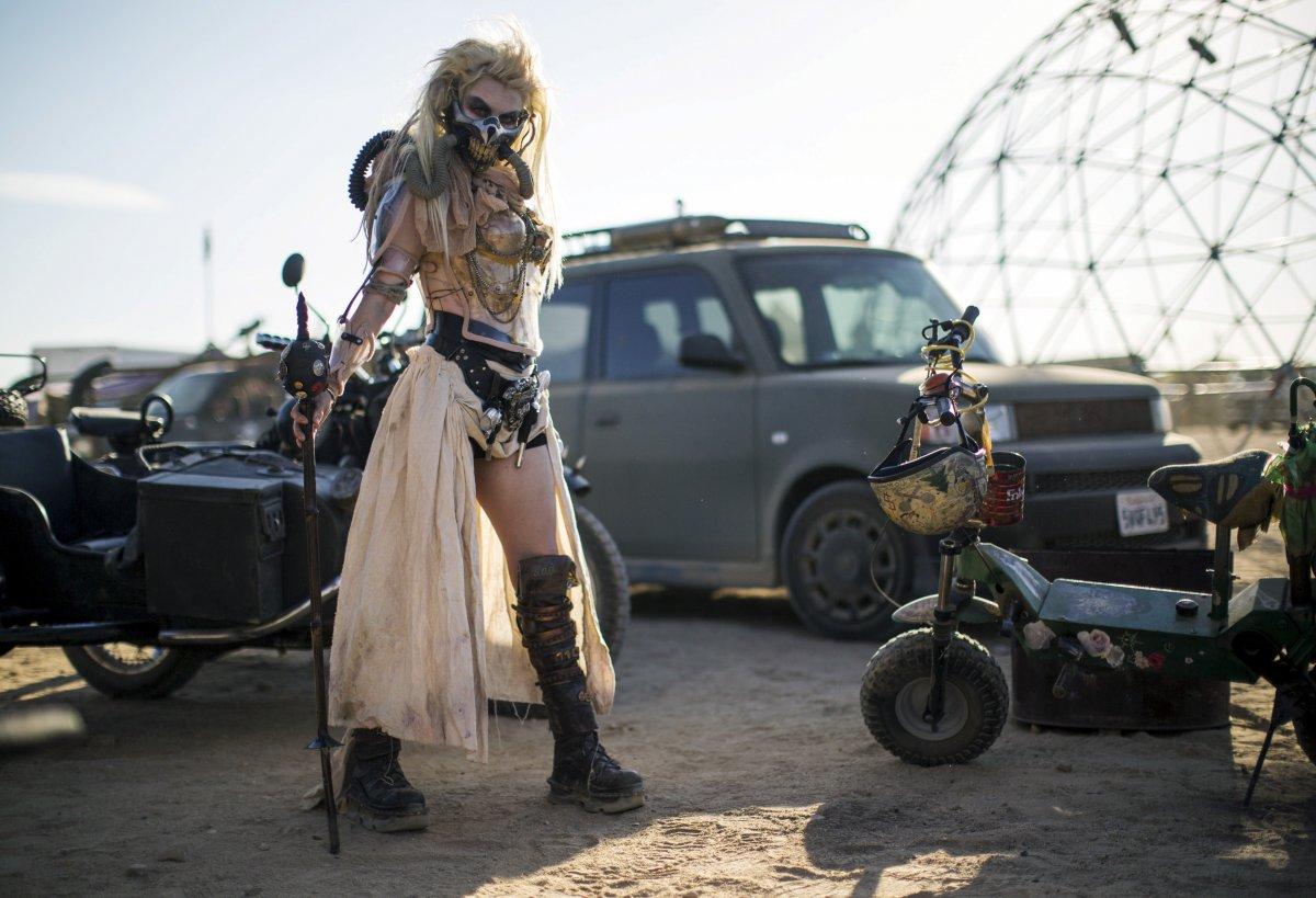 F�s de �Mad Max� constroem seu pr�prio mundo p�s-apocal�ptico no meio do deserto