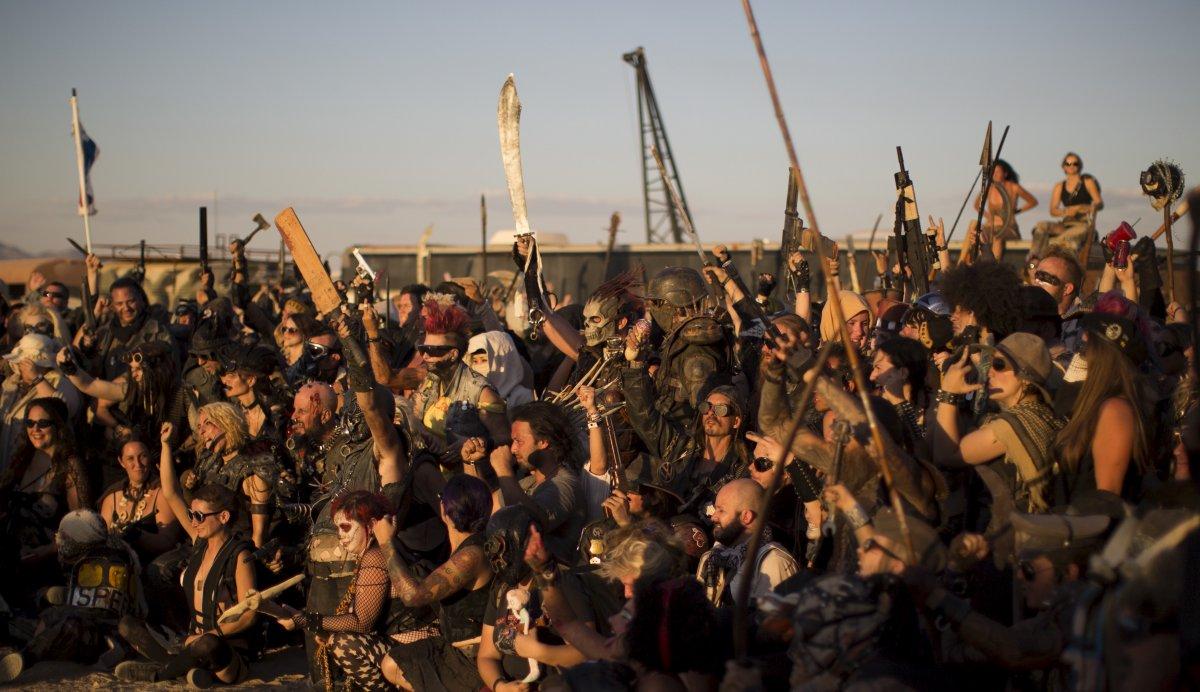F�s de �Mad Max� constroem seu pr�prio mundo p�s-apocal�ptico no meio do deserto 18