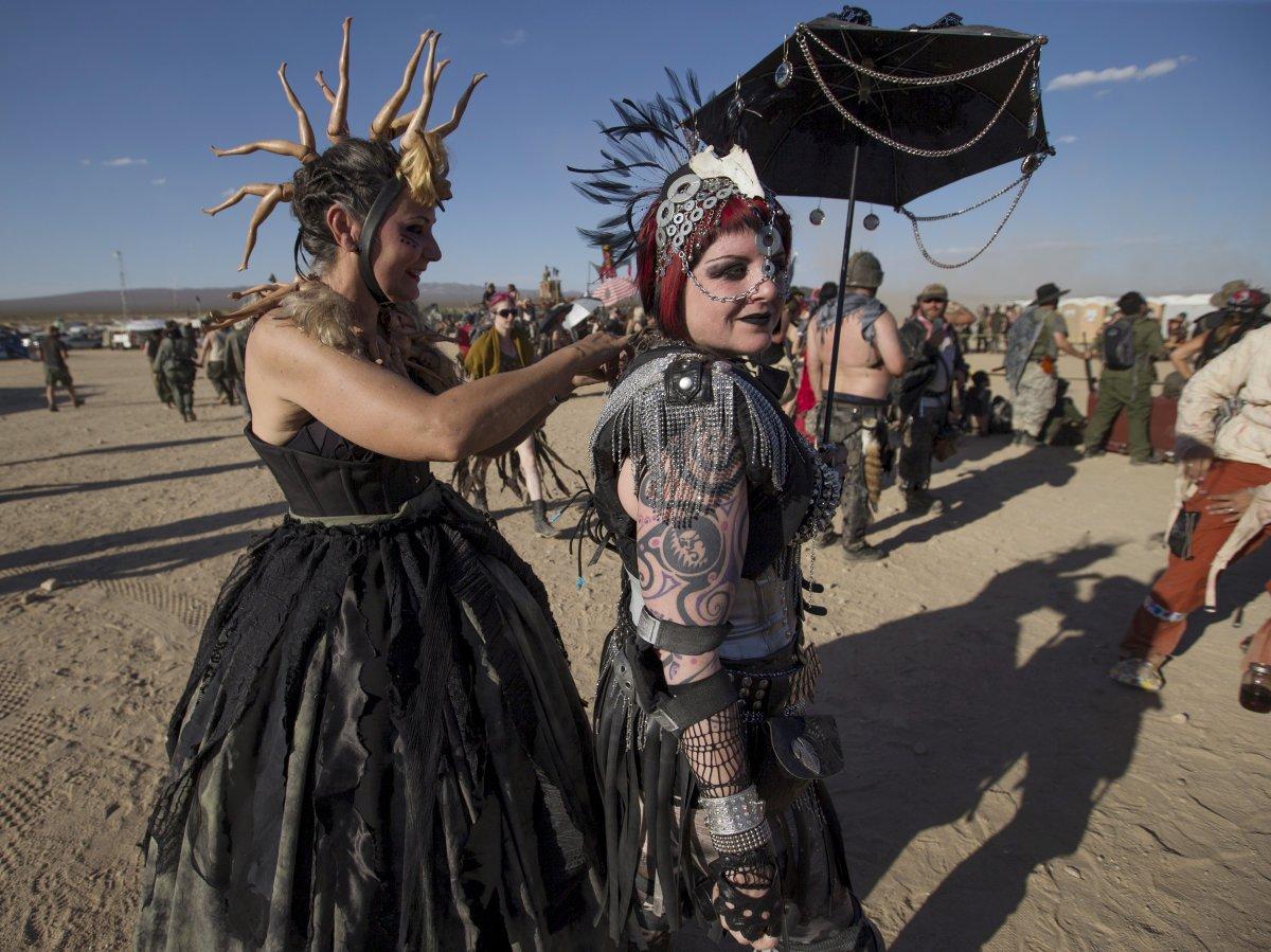 F�s de �Mad Max� constroem seu pr�prio mundo p�s-apocal�ptico no meio do deserto 19