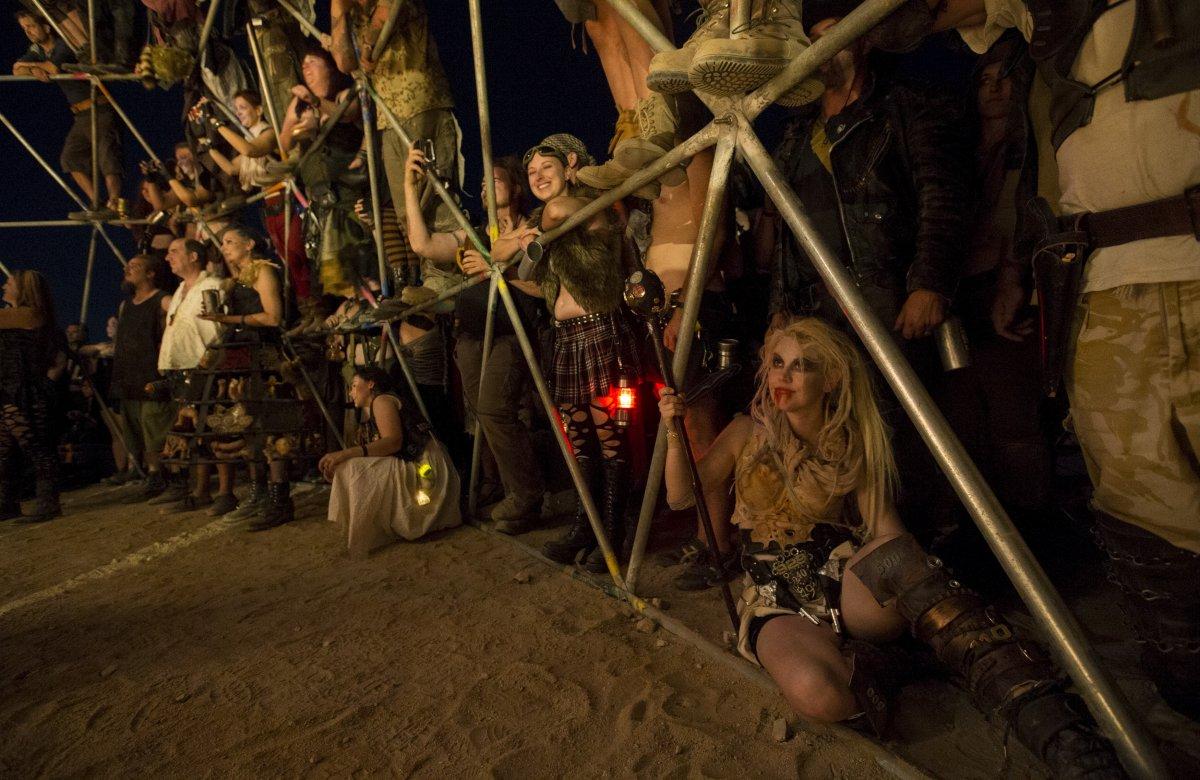 F�s de �Mad Max� constroem seu pr�prio mundo p�s-apocal�ptico no meio do deserto 20