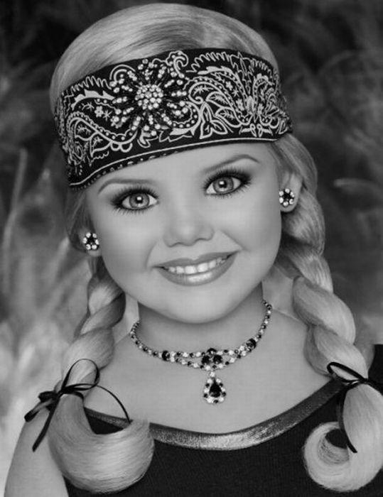 M�e veste filha como uma boneca 03