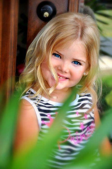M�e veste filha como uma boneca 09