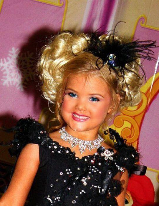 M�e veste filha como uma boneca 13