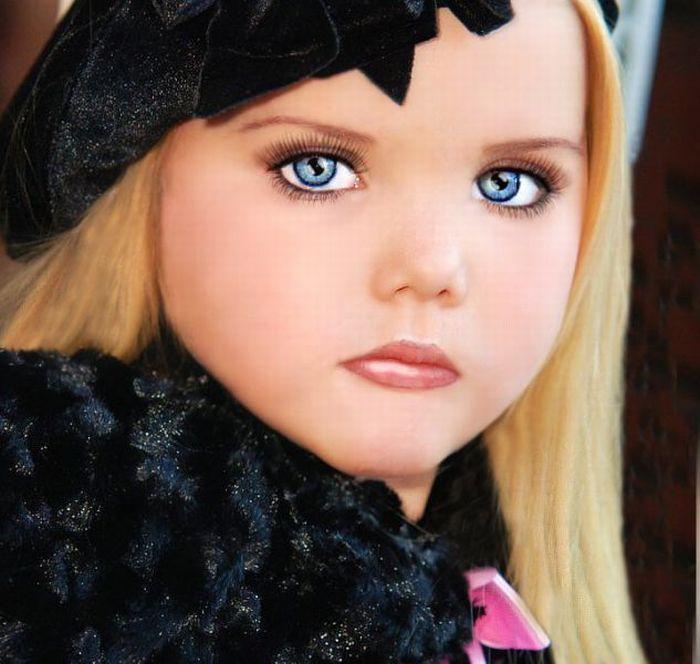 M�e veste filha como uma boneca 15