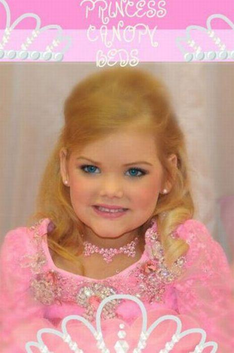 M�e veste filha como uma boneca 21