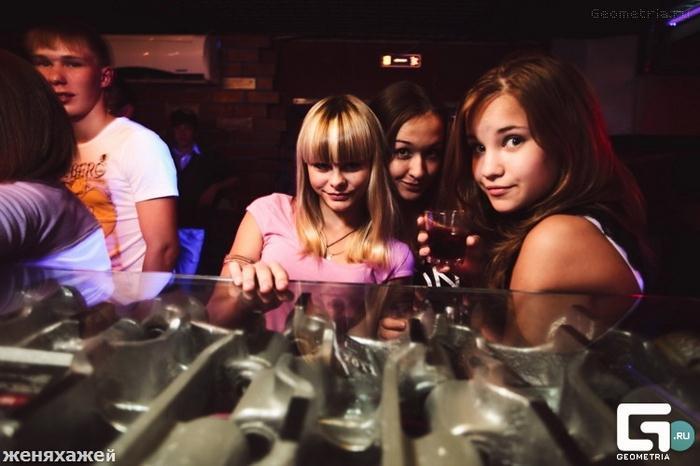 Clube noturno para crianças na Rússia 01