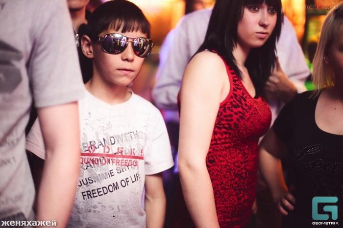 Clube noturno para crianças na Rússia 09