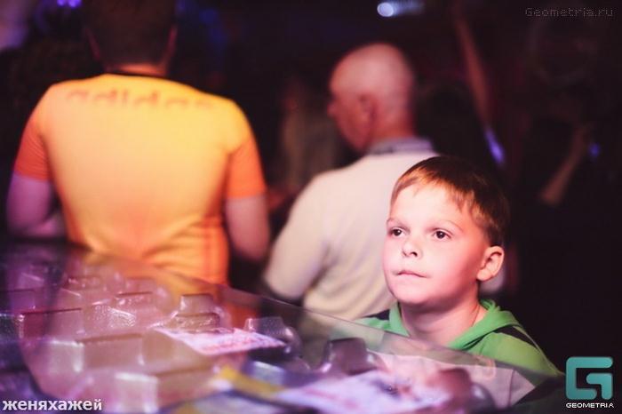Clube noturno para crianças na Rússia 10