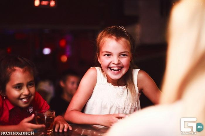 Clube noturno para crianças na Rússia 30