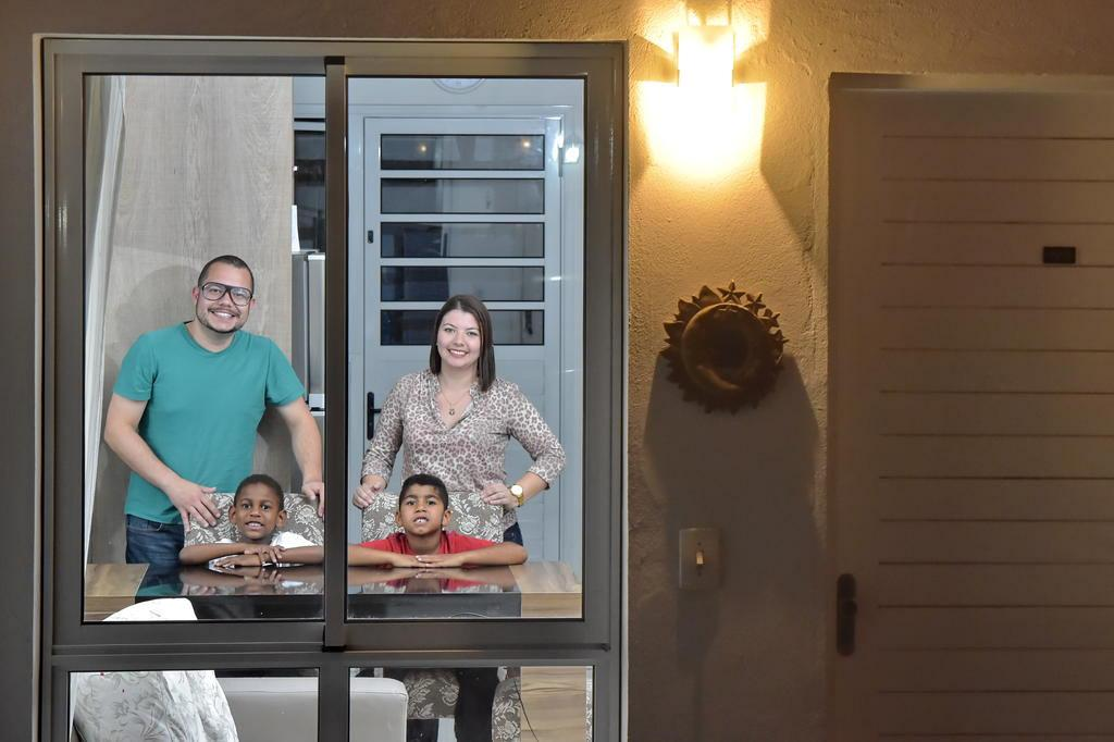 28 fotografias de famílias adotivas que mostram que o DNA é relativo 28