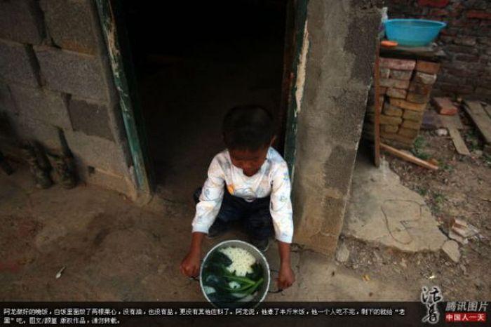 Garoto chinês de 6 anos banido pela sociedade 01