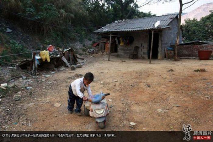 Garoto chinês de 6 anos banido pela sociedade 08