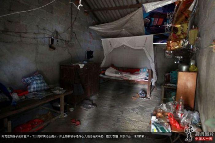 Garoto chinês de 6 anos banido pela sociedade 09