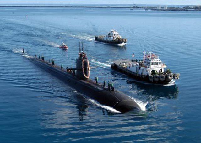 Submarino que colidiu com um recife 01