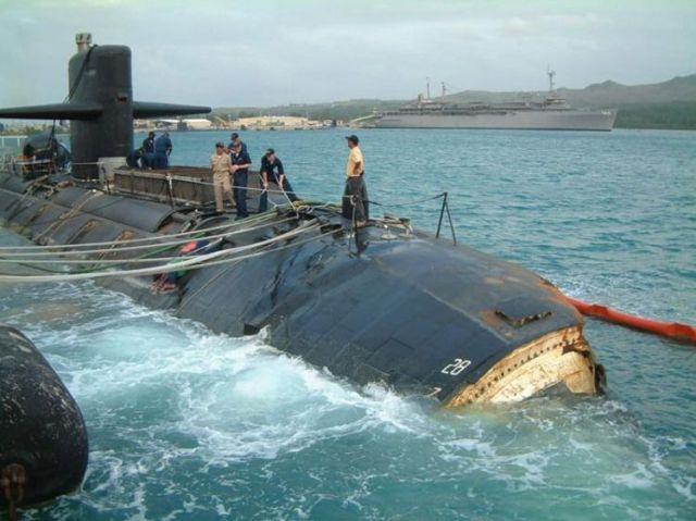 Submarino que colidiu com um recife 03