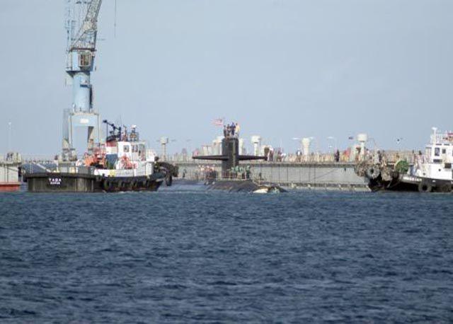 Submarino que colidiu com um recife 04