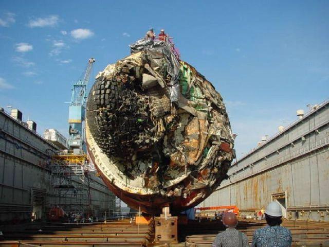 Submarino que colidiu com um recife 05