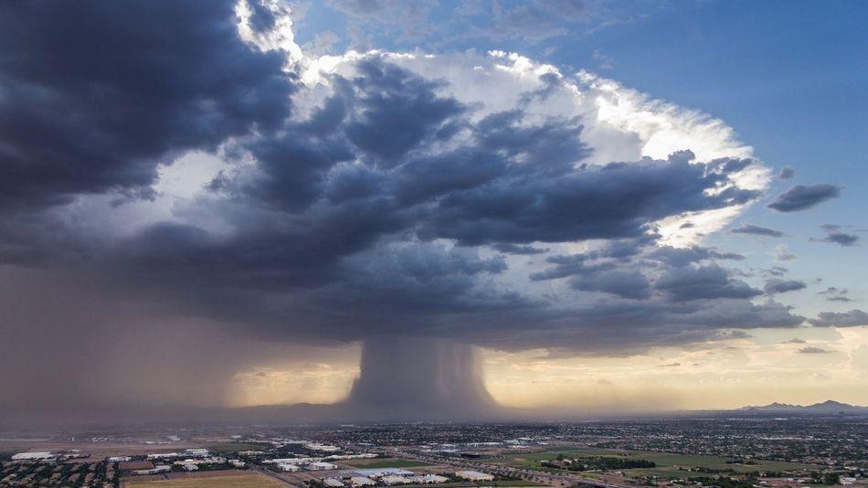 Fotografia de um microburst sobre Phoenix parece uma nuvem de cogumelo
