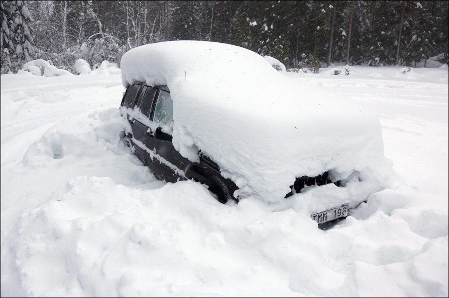 Sueco sobrevive 2 meses em carro soterrado na neve 01