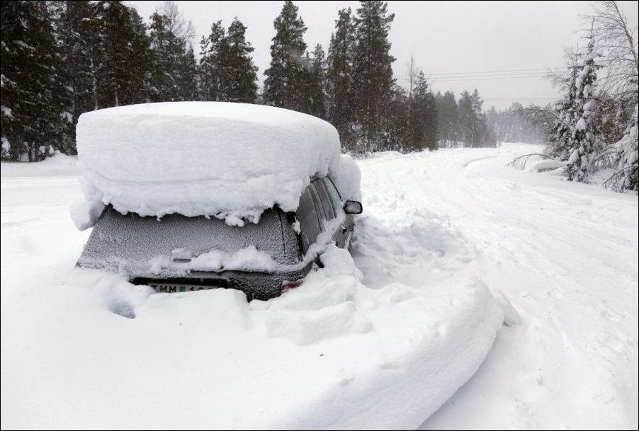 Sueco sobrevive 2 meses em carro soterrado na neve 03