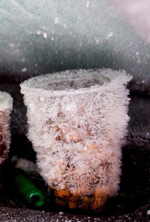Sueco sobrevive 2 meses em carro soterrado na neve 05