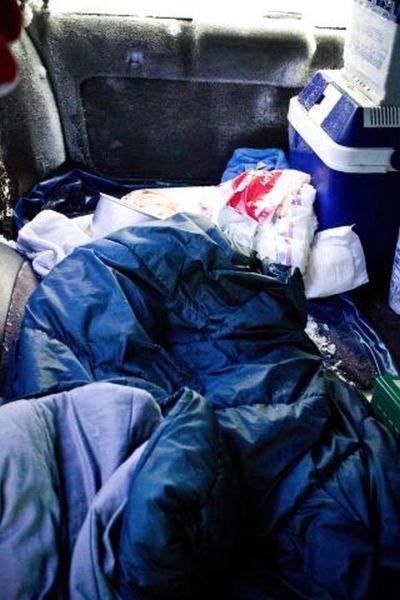 Sueco sobrevive 2 meses em carro soterrado na neve 07