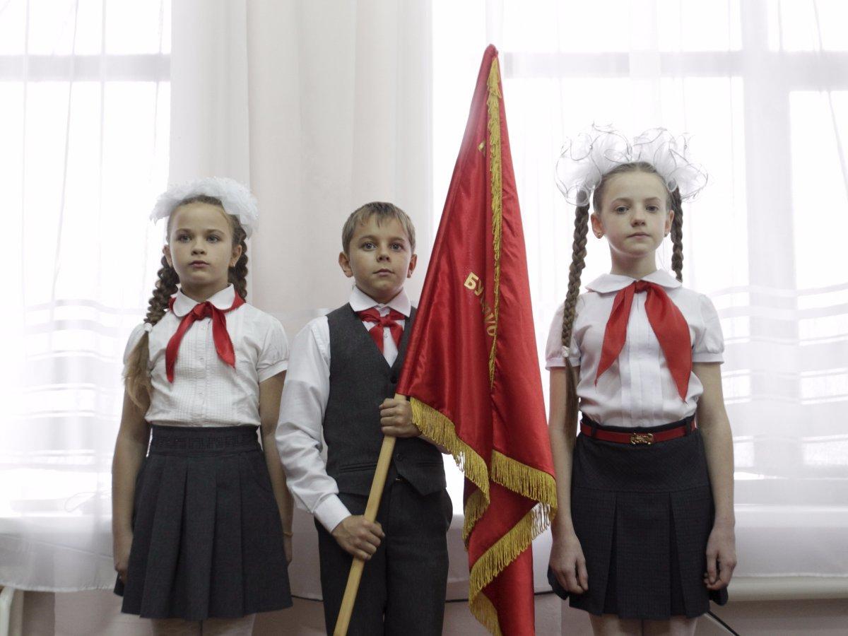 Como são os uniformes escolares em alguns países ao redor do mundo 04