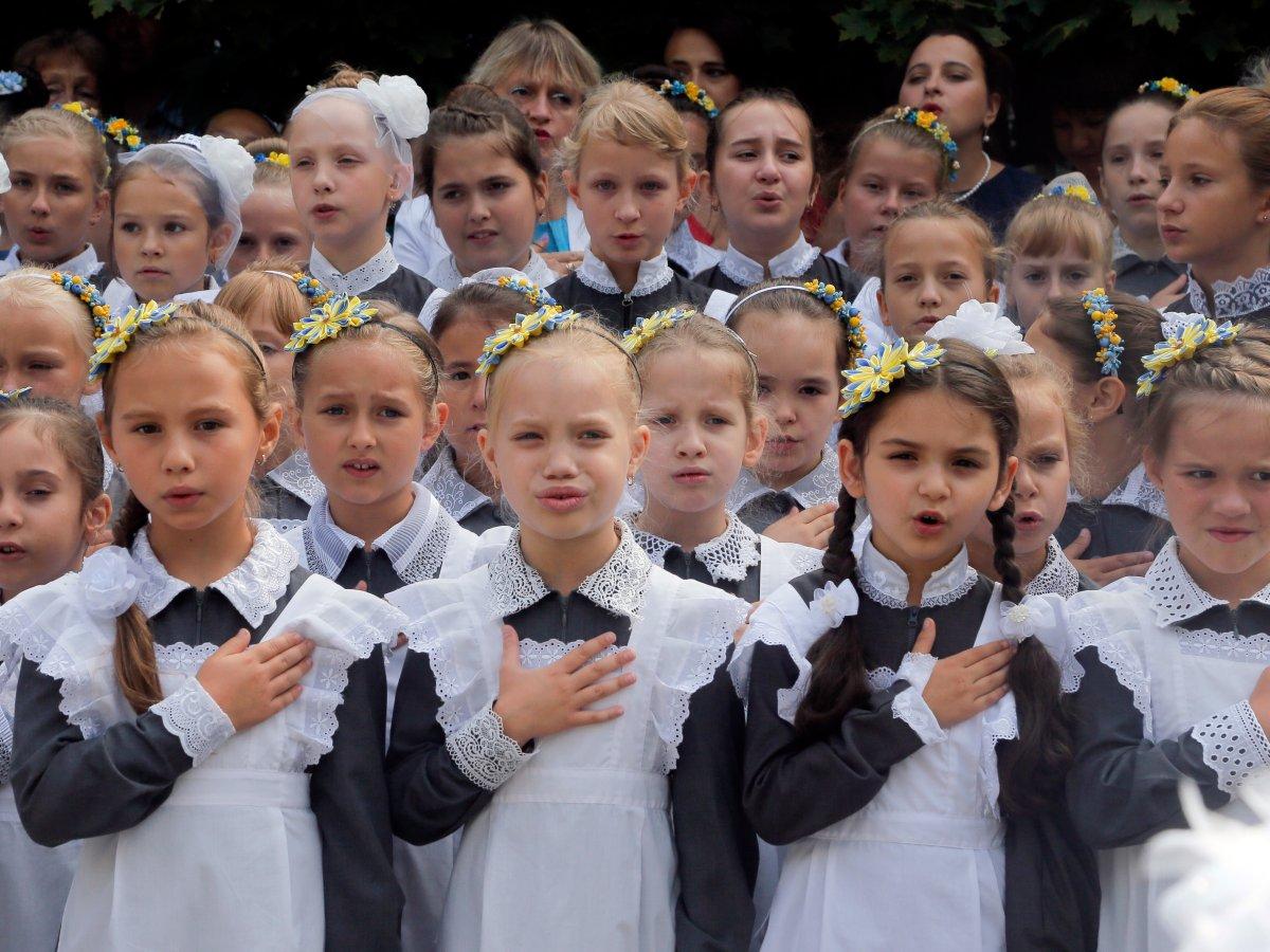 Como são os uniformes escolares em alguns países ao redor do mundo 09
