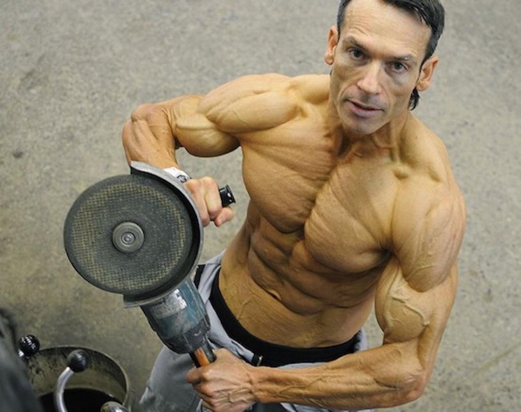 Aos 47 anos, este fisiculturista tem apenas 4% de gordura corporal 02
