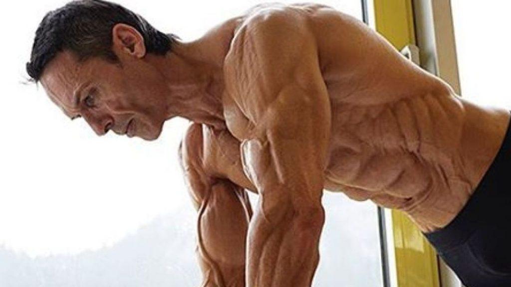 Aos 47 anos, este fisiculturista tem apenas 4% de gordura corporal 03