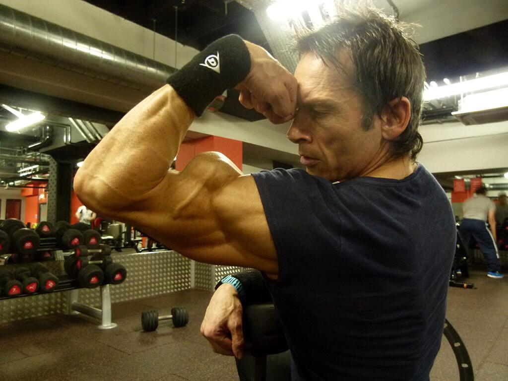 Aos 47 anos, este fisiculturista tem apenas 4% de gordura corporal 10