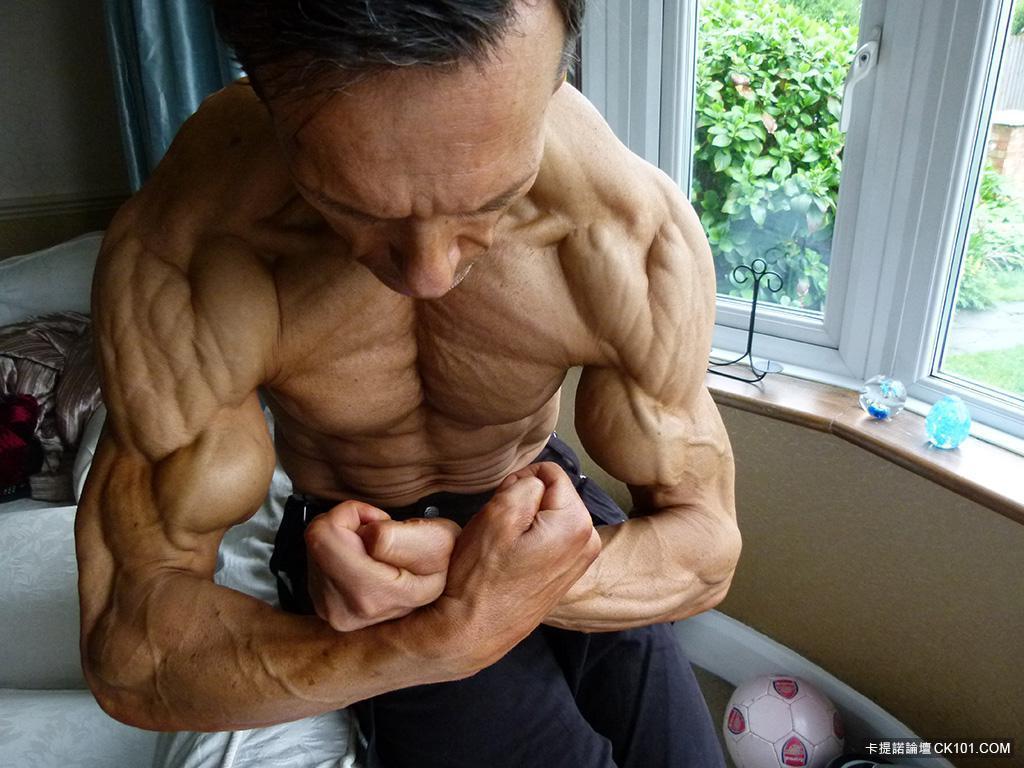 Aos 47 anos, este fisiculturista tem apenas 4% de gordura corporal 13