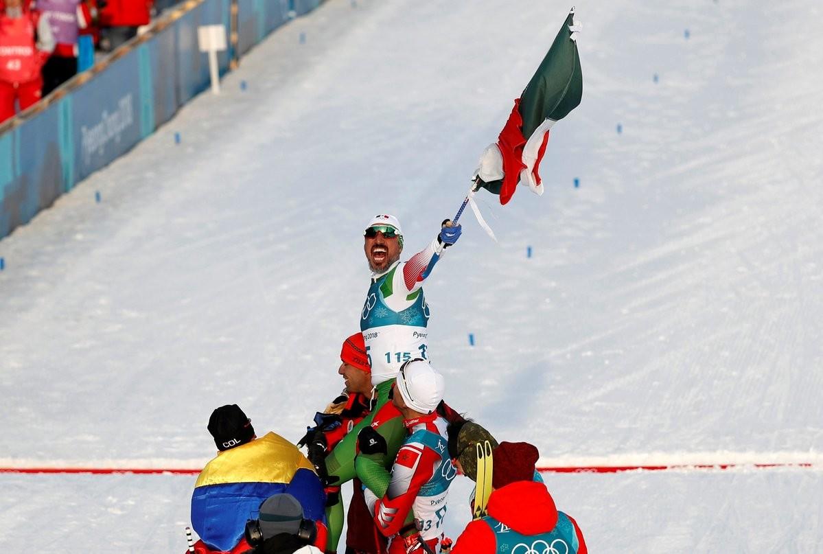 Esquiador mexicano chega em último nos Jogos Olímpicos de Inverno e é recebido como um herói