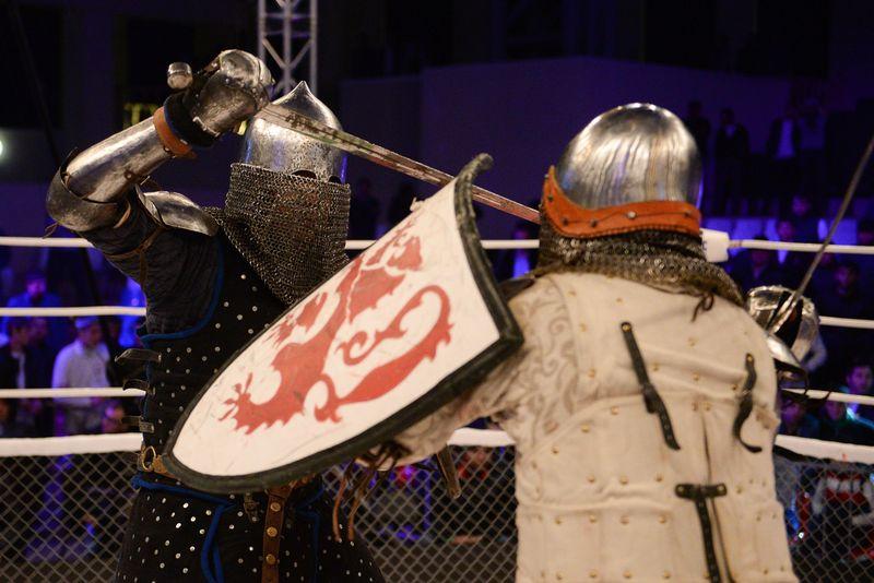 Luta Medieval encontra o MMA no mais novo combate esportivo na R�ssia