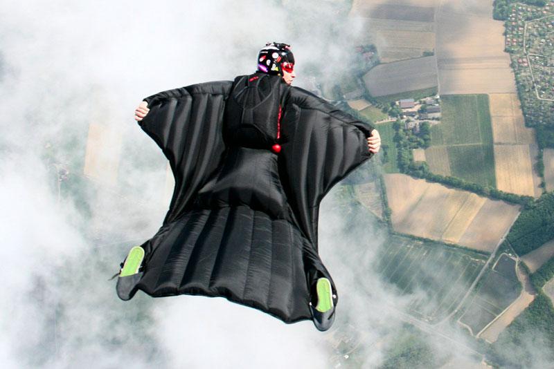 Wingsuits, ou como o homem conseguiu voar