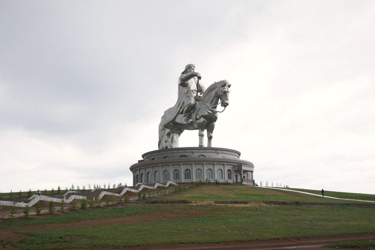 A imponente estátua equestre de Genghis Khan na Mongólia 04