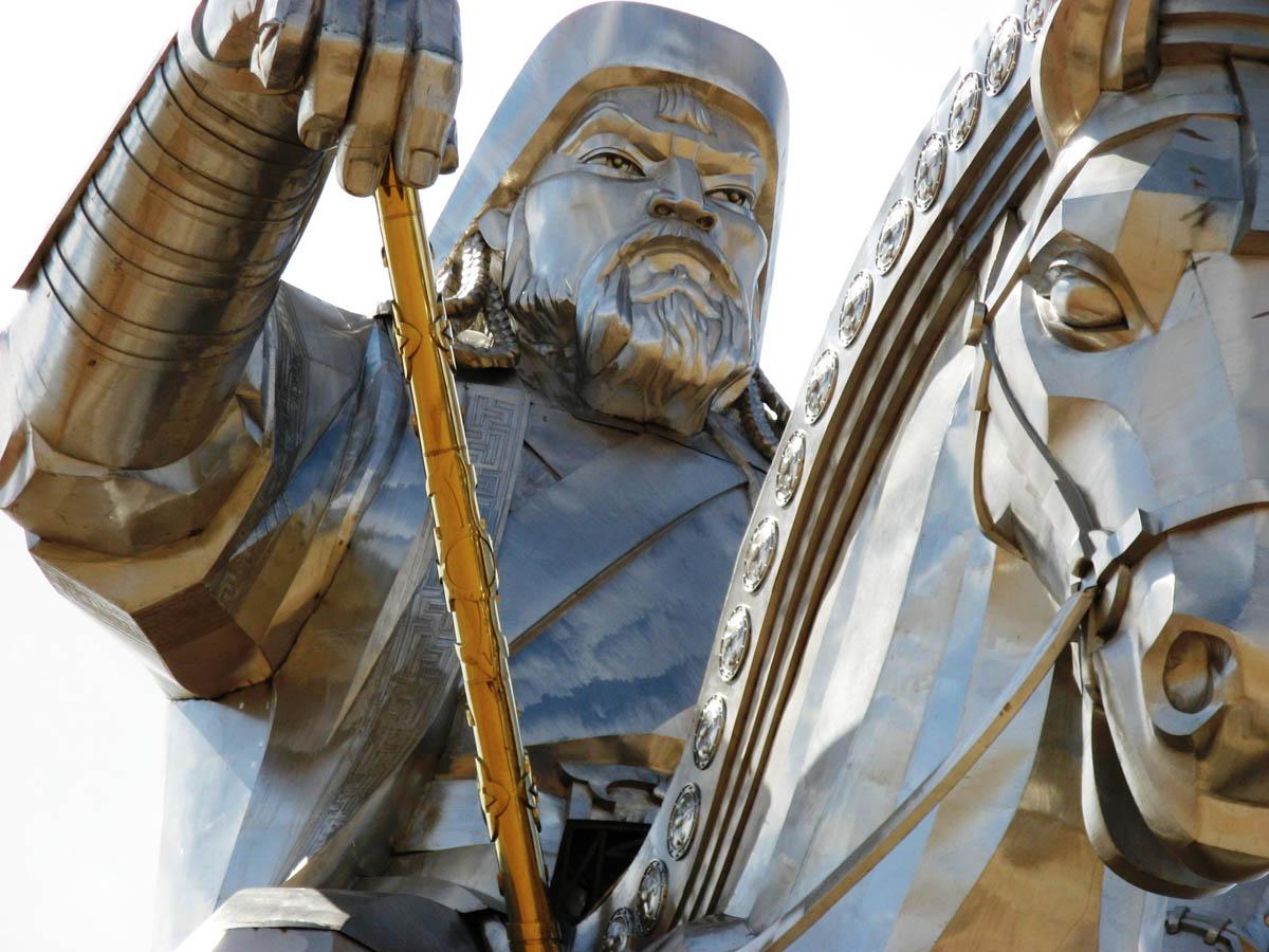 A imponente estátua equestre de Genghis Khan na Mongólia 10