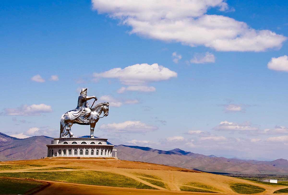 A imponente estátua equestre de Genghis Khan na Mongólia 11