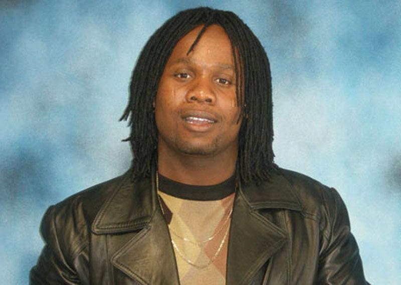 Fanáticos peregrinam ao lar do músico sul-africano que regressou da morte