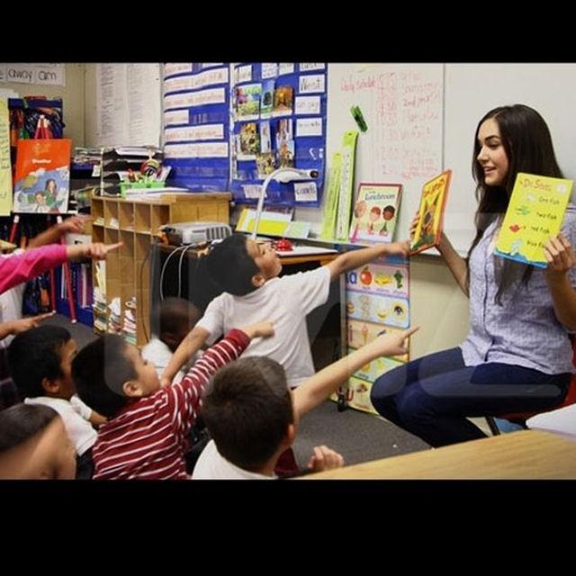 Sasha Grey participa de programa de incentivo a leitura em escola primária 03