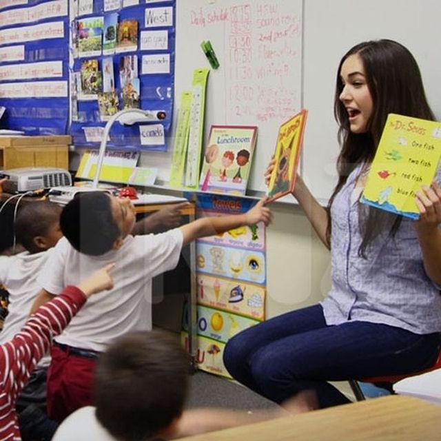 Sasha Grey participa de programa de incentivo a leitura em escola primária 04