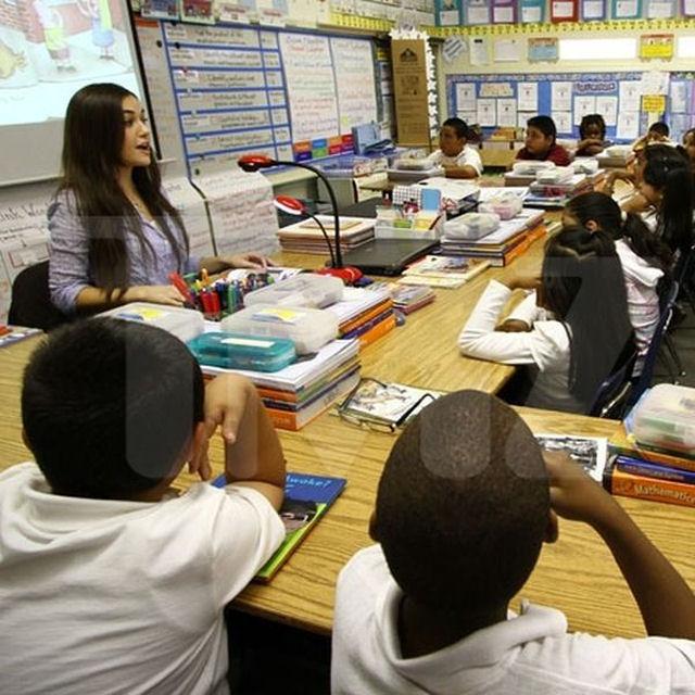 Sasha Grey participa de programa de incentivo a leitura em escola primária 08