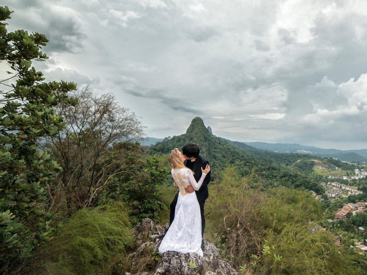 Casal tirou fotos de tirar o fôlego em 11 países diferentes para criar o melhor álbum de casamento 01