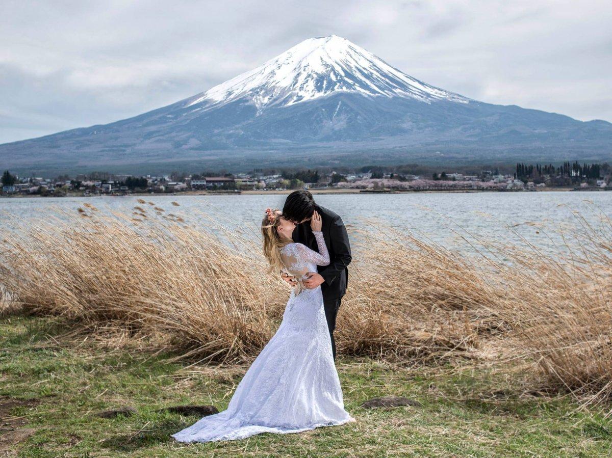Casal tirou fotos de tirar o fôlego em 11 países diferentes para criar o melhor álbum de casamento 07